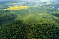 Vista aérea de campos amarillos Imagen de archivo libre de regalías