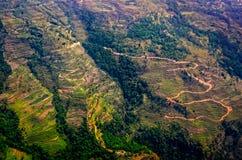 Vista aérea de campos e de terraços verdes e coloridos do arroz Fotos de Stock
