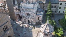 Vista aérea de Cappella Colleoni em Bergamo, Itália, Timelapse filme