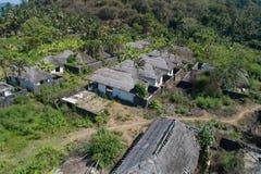 Vista aérea de casas abandonadas en la isla tropical de Bali Foto de archivo libre de regalías