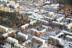 Vista aérea de casas de bloco no inverno, Finlandia imagens de stock