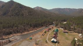 Vista aérea de casas que acampan almacen de metraje de vídeo