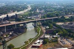 Vista aérea de Cleveland, el río Ohio Imágenes de archivo libres de regalías