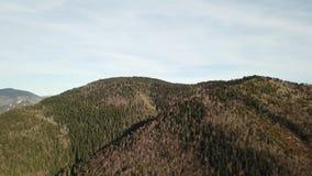 Vista aérea de colinas pirenáicas en Occitanie, Francia almacen de metraje de vídeo