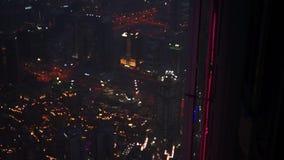 Vista aérea de Dubai céntrico en la noche metrajes