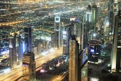 Vista aérea de Dubai y de rascacielos céntricos de Burj Khalifa imagen de archivo libre de regalías