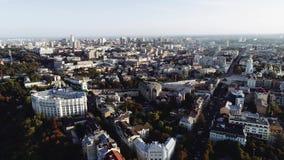 Vista aérea de edificios en Kiev, Ucrania lanzamiento del abejón 4k almacen de metraje de vídeo