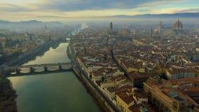 Vista aérea de Florença, Itália no por do sol Catedral Santa Maria filme