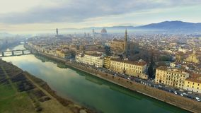 Vista aérea de Florencia, Italia en la puesta del sol Catedral Santa Maria almacen de video