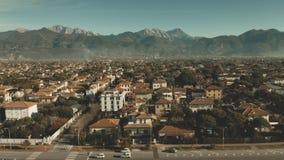 Vista aérea de Forte dei Marmi, uno de los destinos principales que atraen la clase alta italiana Italia almacen de video