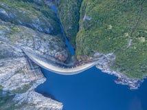 Vista aérea de Gordon Dam e do lago Sudoeste, Tasmânia Foto de Stock Royalty Free