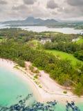 Vista aérea de Ile Cerfs auxiliar, Maurícias A ilha famosa dos cervos fotos de stock royalty free
