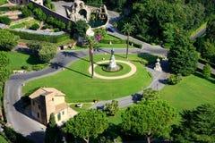 Vista aérea de jardins do Vaticano de St Peter Basilica imagens de stock royalty free