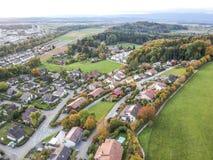 Vista aérea de la aldea rural Fotos de archivo libres de regalías