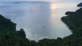 Vista aérea de la bahía remota en Papúa Nueva Guinea metrajes