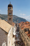 Vista aérea de la calle apretada del pueblo en Dubrovnik Fotografía de archivo