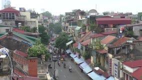 Vista aérea de la calle en la vieja parte de Hanoi metrajes
