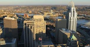 Vista aérea de la Cincinnati, Ohio 4K céntrico metrajes
