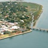 Vista aérea de la ciudad costera Fotografía de archivo libre de regalías