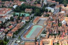 Vista aérea de la ciudad de Brasov Imagen de archivo libre de regalías