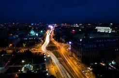 Vista aérea de la ciudad de Bucarest por noche Imagen de archivo libre de regalías