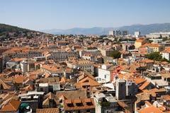 Vista aérea de la ciudad de la fractura en Croacia Fotos de archivo