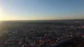 Vista aérea de la ciudad de Praga almacen de video