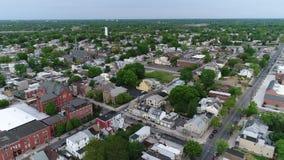 Vista aérea de la ciudad de puerto de la orilla del río de Delaware Gloucester NJ almacen de video