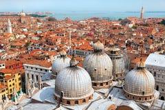 Vista aérea de la ciudad de Venecia y de la cúpula del santo marcha Fotografía de archivo libre de regalías
