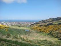 Vista aérea de la ciudad del norte de Edimburgo fotografía de archivo