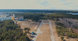 Vista aérea de la ciudad en verano almacen de metraje de vídeo