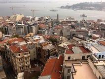 Vista aérea de la ciudad de Estambul de la torre de Galata día nublado fotos de archivo libres de regalías