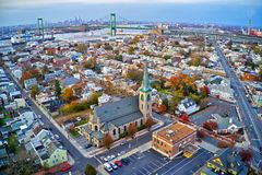 Vista aérea de la ciudad Gloucester New Jersey de la orilla del río de Delaware imagen de archivo libre de regalías