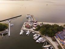 Vista aérea de la ciudad de Hilton Head, de Carolina del Sur y del puerto imagen de archivo libre de regalías