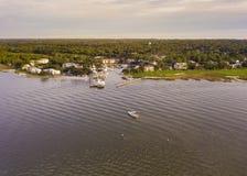 Vista aérea de la ciudad de Hilton Head, de Carolina del Sur y del puerto imágenes de archivo libres de regalías