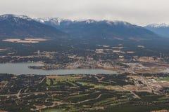 Vista aérea de la ciudad de Invermere A.C. Fotos de archivo