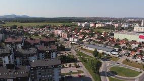 Vista aérea de la ciudad de Kragujevac almacen de metraje de vídeo