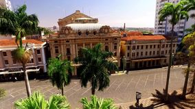 Vista aérea de la ciudad de Ribeirao Preto en Sao Paulo, el Brasil almacen de metraje de vídeo