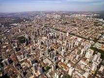 Vista aérea de la ciudad de Ribeirao Preto en Sao Paulo, el Brasil Imágenes de archivo libres de regalías