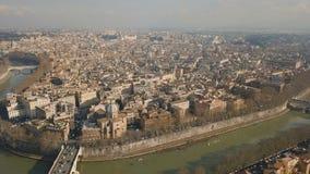 Vista aérea de la ciudad de Roma almacen de metraje de vídeo