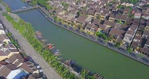 Vista aérea de la ciudad vieja de Hoi An o de la ciudad antigua de Hoian almacen de metraje de vídeo