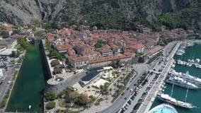 Vista aérea de la ciudad vieja Kotor, Montenegro metrajes