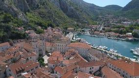 Vista aérea de la ciudad vieja Kotor, Montenegro almacen de metraje de vídeo
