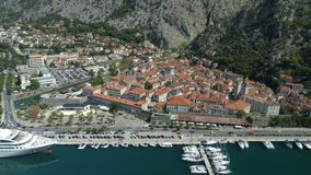 Vista aérea de la ciudad vieja Kotor, Montenegro almacen de video