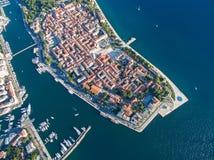 Vista aérea de la ciudad vieja Zadar Foto de archivo libre de regalías