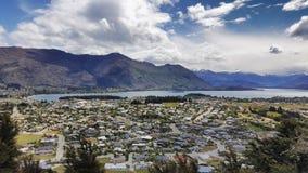 Vista aérea de la ciudad de Wanaka en Nueva Zelanda foto de archivo libre de regalías