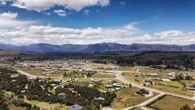 Vista aérea de la ciudad de Wanaka en Nueva Zelanda imagenes de archivo