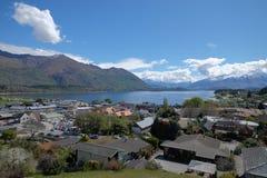 Vista aérea de la ciudad de Wanaka, Nueva Zelanda fotos de archivo