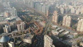 Vista aérea de la ciudad y de apartamentos en Chile almacen de video