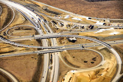 Vista aérea de la construcción de la nueva rampa de la autopista sin peaje en el americano Imagen de archivo libre de regalías